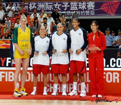 图文-2008女篮钻石杯颁奖仪式 冠亚季军合影留念