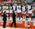 图文-2008女篮钻石杯颁奖仪式 美国女篮领奖