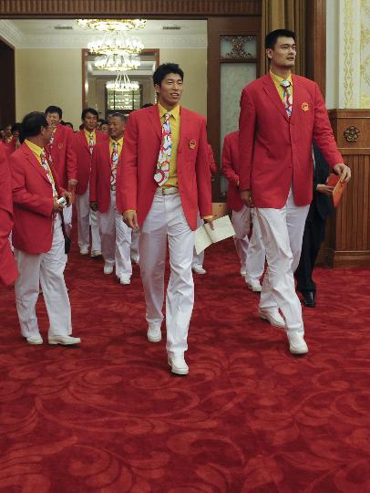 图文-中国体育代表团召开总结大会 姚明大步流星