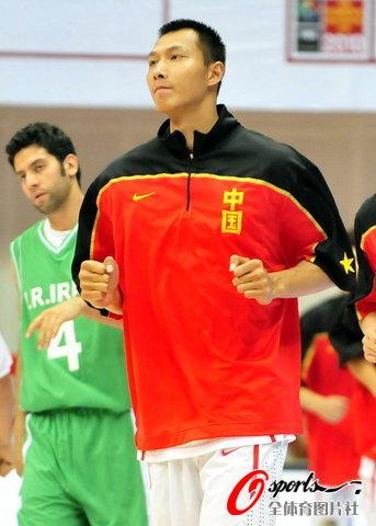 图文-[斯杯]中国男篮vs伊朗阿联强壮了许多