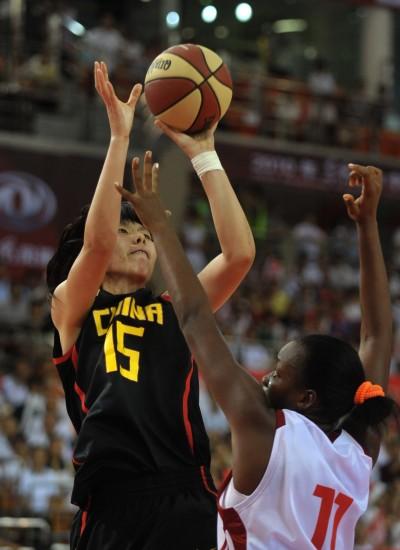 图文-中古女篮对抗赛中国82-59古巴陈楠出手投篮