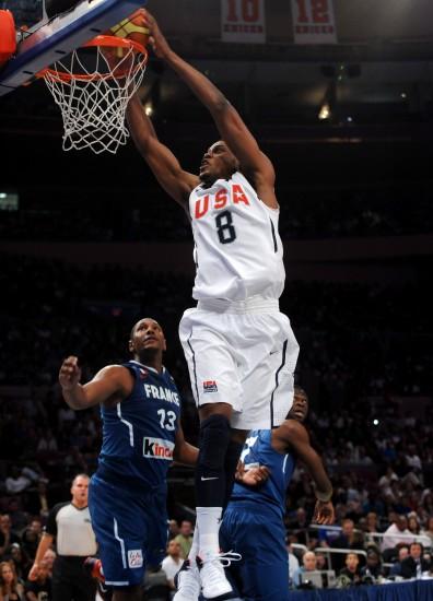 图文-[热身赛]美国男篮86-55法国男篮盖伊扣篮