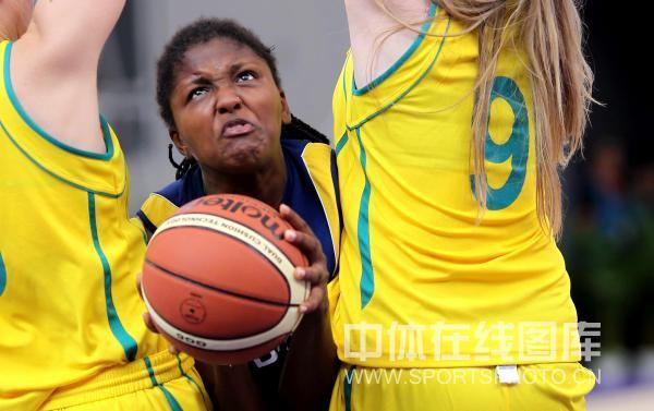 图文-青奥女篮3对3赛澳大利亚进四强夹缝中求生存