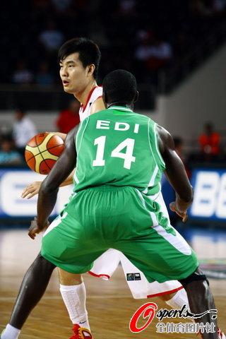 图文-[世锦赛]中国83-73科特迪瓦王仕鹏进攻