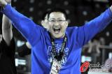 图文-[世锦赛]记者庆祝男篮提前出线