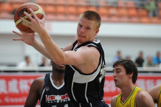 图文-国际青年男篮对抗赛美国胜澳洲美球员控球