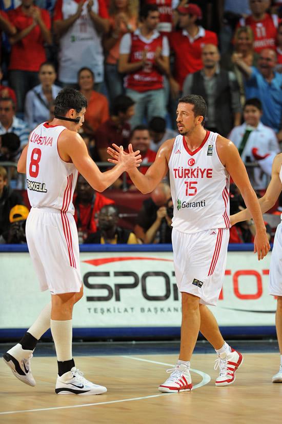 图文-土耳其95-68斯洛文尼亚击掌相互庆祝