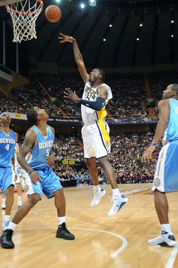 图文-NBA中国赛2009精彩瞬间 希伯特小勾手投
