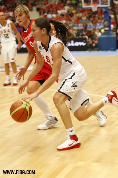 图文-女篮世锦赛美国胜捷克夺冠 比谁的速度快