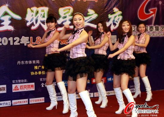 图文-女篮姑娘出席全明星晚宴 精彩的啦啦队表演图片
