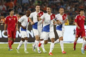 范佩西点杀斯内德脚后跟秦升染红国足0比2荷兰