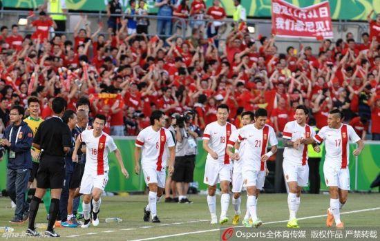 国足庆祝进球