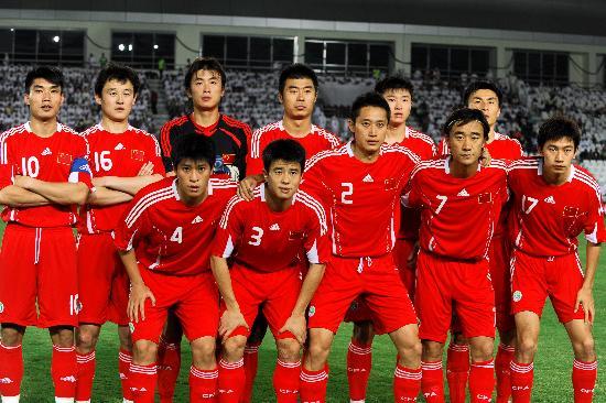 图文-[世预赛]国足VS卡塔尔中国队出场阵容