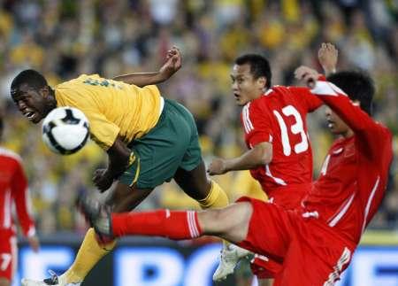 图文-[世预赛]澳大利亚VS中国队迪杰特头球攻门