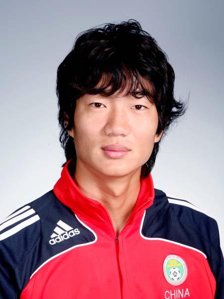 图文-中国男足奥运代表团 后卫球员戴琳