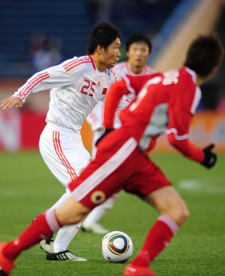 图文-[东亚四强赛]国足2-0中国香港 刘建业寻战机