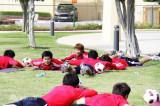 队员们卧着训练
