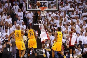 詹皇30+10+10+理论上的绝杀!LBJ成NBA历史第1人