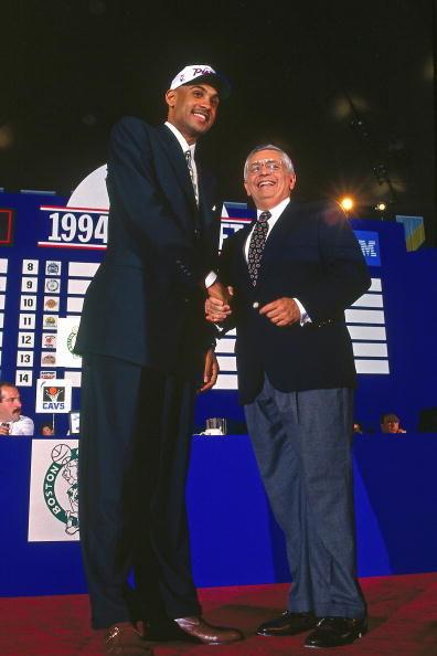 1994年希尔以探花身份进入联盟