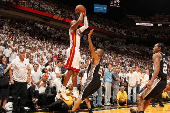 雷阿伦命中NBA史上最经典三分球之一