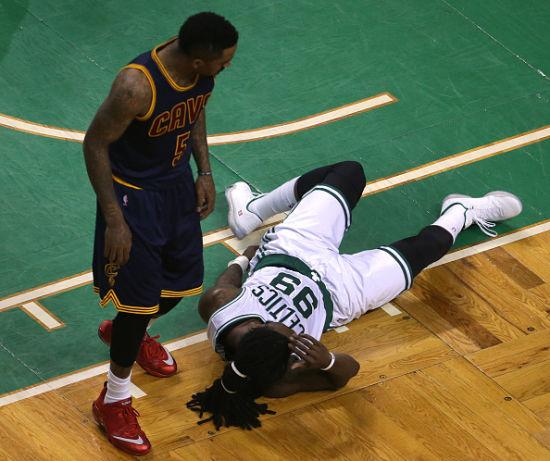 JR由于此次犯规被禁赛2场