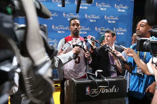 JR:其实我防守很好的
