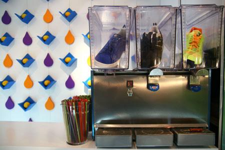 图文-上海首家JUICE_stand期限店重点展示发售新品