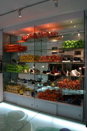 图文-上海首家juice_stand期限店 橱窗里各式水果