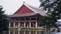 北京奥运火炬传递之首尔历史与现代风貌交相辉映