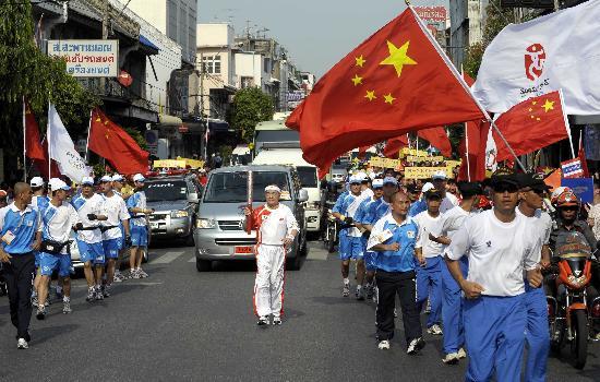 """华人火炬手在曼谷""""唱主角"""" 占总人数一半以上"""