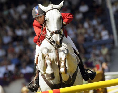 资料图片-北京奥运会美国马术女选手劳拉-克劳特
