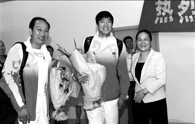 刘翔返沪恢复静养 治疗方案未定一年之内难复出