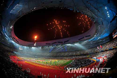 """焰火北京诉说""""未来""""--地球上空首次绽放焰火汉字"""