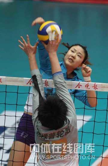 天津女排拼发球战术显奇效五冠王必杀武器再显威力