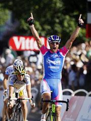 佩塔奇7年后再夺环法赛段冠军坎塞拉拉仍穿黄衫