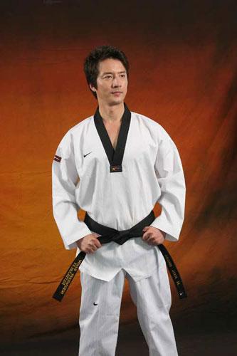 2010年首届武搏会跆拳道项目形象大使-郑俊浩