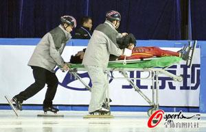 韩佳良被韩选手撞翻腹部划伤血染赛场被送往医院