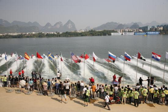 柳州发展水上体育运动 用F1摩托艇打造城市名