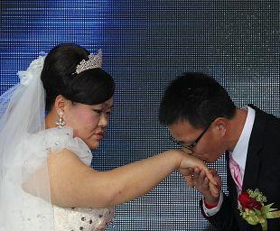 雅典奥运大块头冠军瘦50斤当新娘唐功红情定帅哥