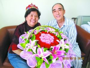 2012年10月10日,庄则栋在医院的危重病房为妻子过了一个特殊的生日。周子务摄