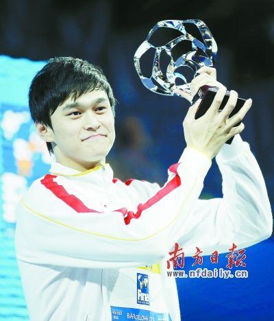 孙杨在颁奖仪式上。
