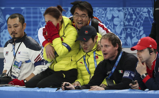 李琰教练和韩国教练的表情