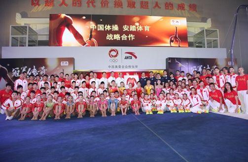 发布会现场中国体操队队员合影