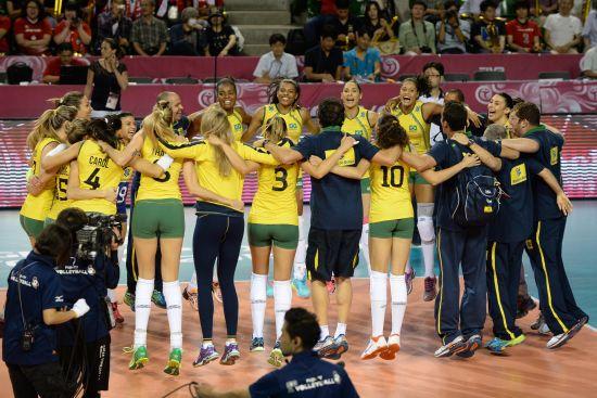 巴西女排庆祝夺冠