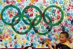 图文-杭州举行迎奥运500天活动 小朋友留下掌印