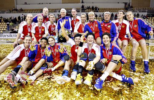 图文-俄罗斯获丹麦手球世界杯冠军 俄罗斯队全家福