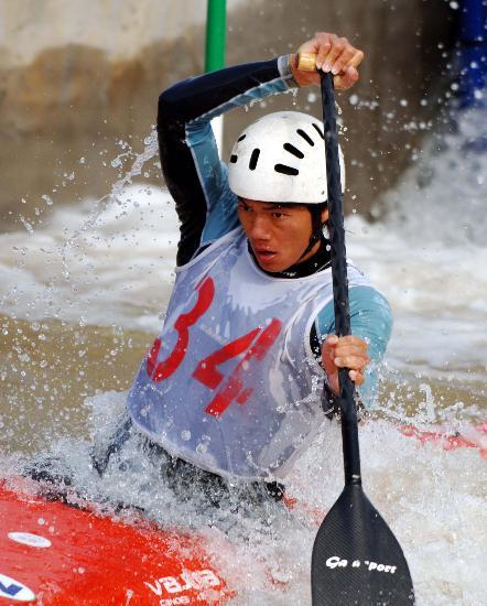 图文-皮划艇全国激流回旋秋季冠军赛 四川冯黎明