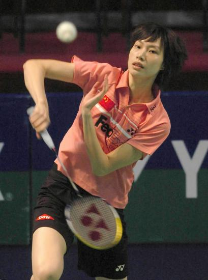 图文-香港羽球赛谢杏芳2-0朱琳谢杏芳沉稳回球