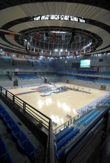 图文-北京大学体育馆竣工 蓝色座椅显整洁明亮