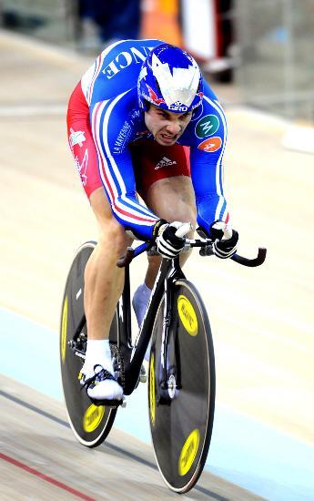 图文-自行车世界杯精彩赛况佩尔维奋力冲向终点